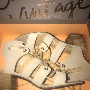 Crown Vintage sandals 👡